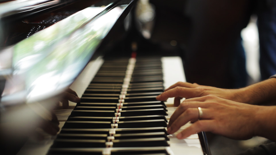 piano-feature